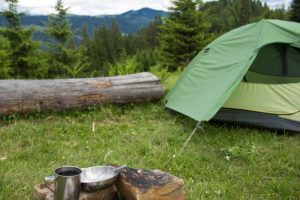 Heading out camping? This list of the best free camping sites is a must! Plus I show you how to find 100s more free sites to camp at. #rvlife #rving #campingsites #ourroaminghearts | Rv Life | Camping Sites in the USA | Camping | RV Living