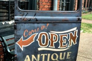 Are you a Fan Of Antique Archaeology? You have to visit their Antique Archaeology Nashville Tennessee store! Oh, the treasures you will find - preview here. #tennessee #americanpickers #antiquearchaeology #ourroaminghearts | Travel | Tennessee Travel | Things To Do In Nashville | American Pickers | Bucket List | Nashville