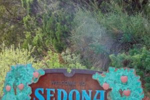 If you haven't been to Sedona, the tranquil atmosphere, picturesque sceneries, and rejuvenating adventures are calling you. There is a reason people vacation here! #sedona #arizona #ourroaminghearts #thingstodo | | Sedona | Arizona | Traveling Arizona | Things to do in Sedona | Things to do in Arizona